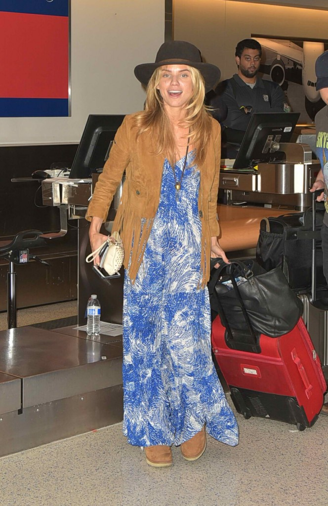 AnnaLynne McCord Was Spotted at LAX Airport in Los Angeles-1