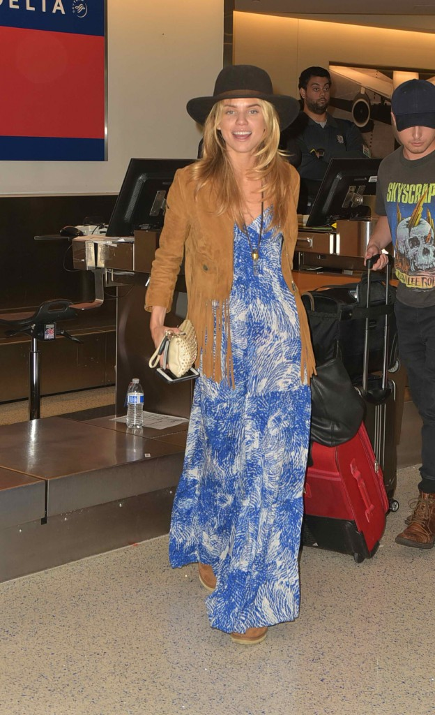 AnnaLynne McCord Was Spotted at LAX Airport in Los Angeles-2