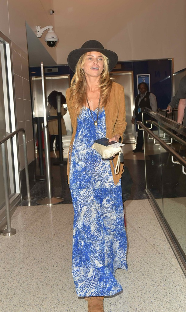 AnnaLynne McCord Was Spotted at LAX Airport in Los Angeles-4