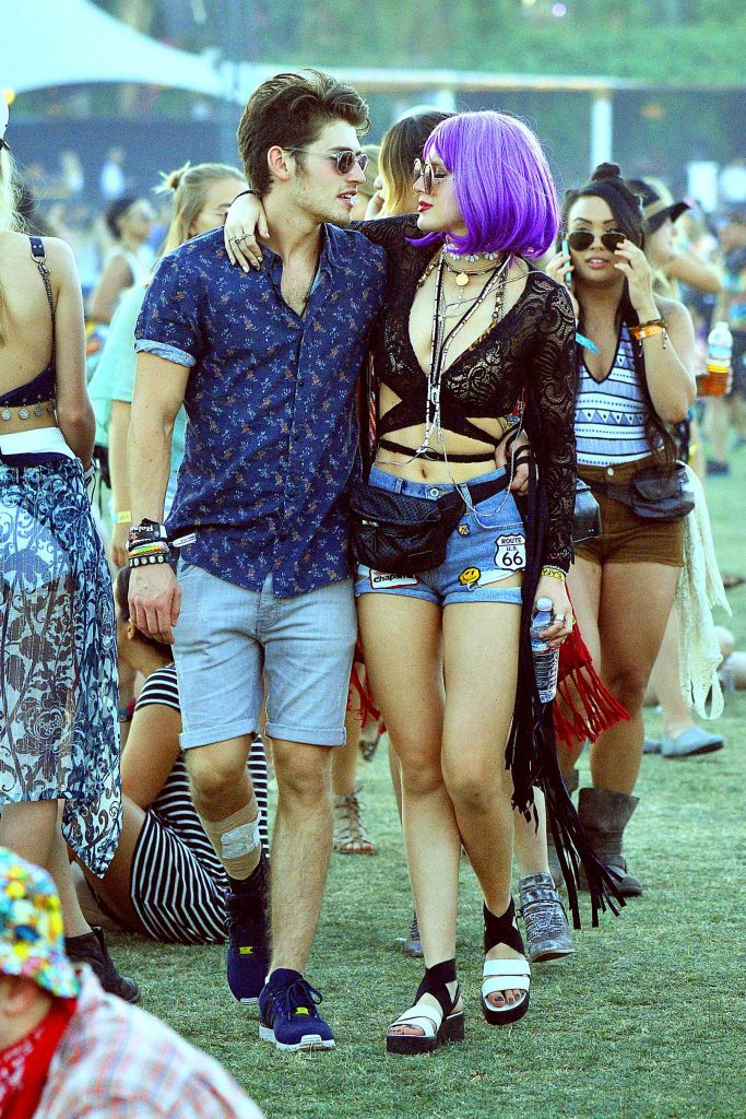 Bella Thorne at the Coachella Valley Music and Arts Festival in Indio-2