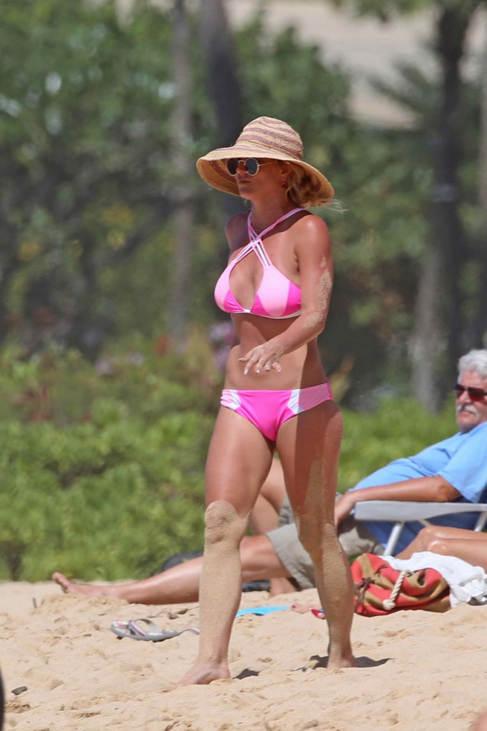 Britney Spears Wearing a Pink Bikini at the Beach in Hawaii-1