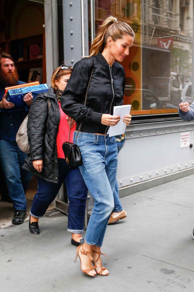 Gisele Bundchen Leaves Taschen Store in New York-1