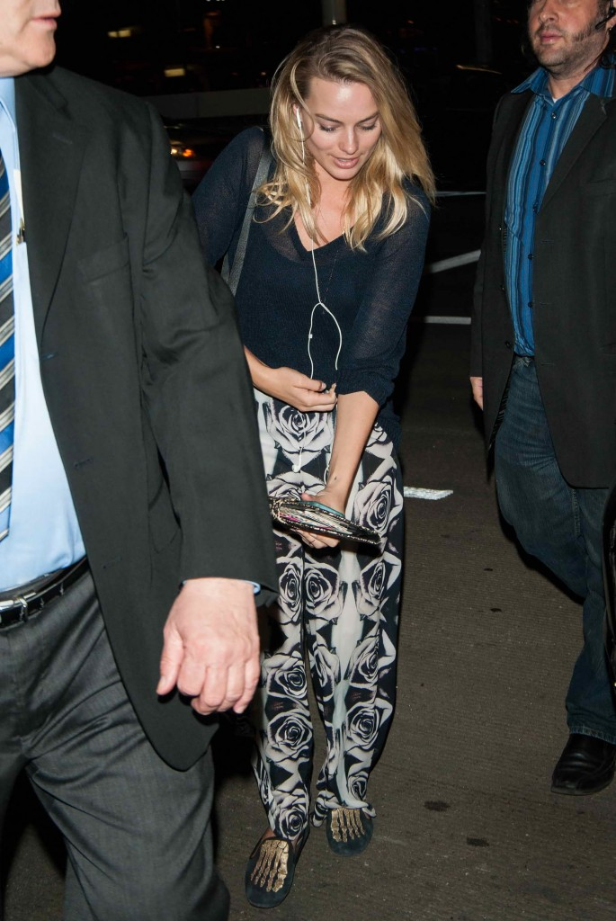 Margot Robbie Was Seen at LAX Airport in Los Angeles-1
