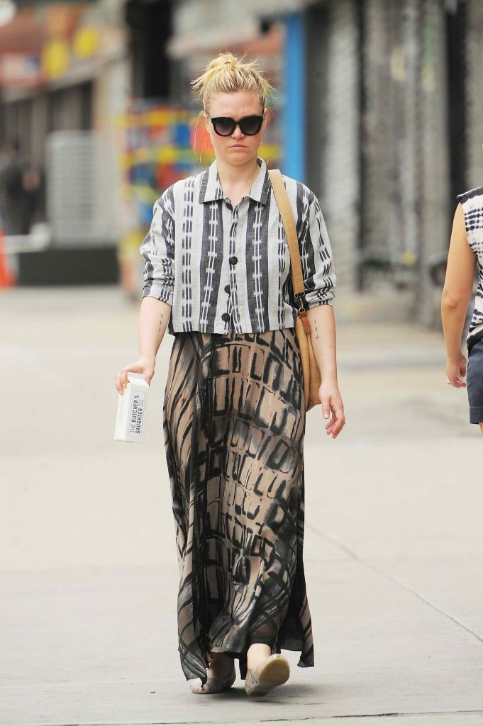 Julia Stiles Takes a Stroll in NYC-1