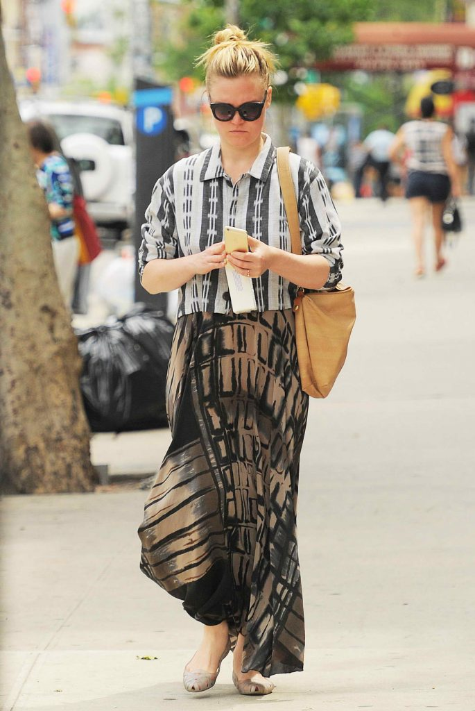 Julia Stiles Takes a Stroll in NYC-2