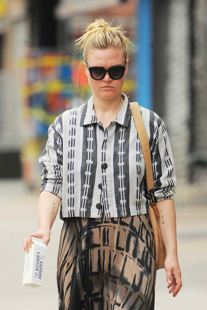 Julia Stiles Takes a Stroll in NYC-3