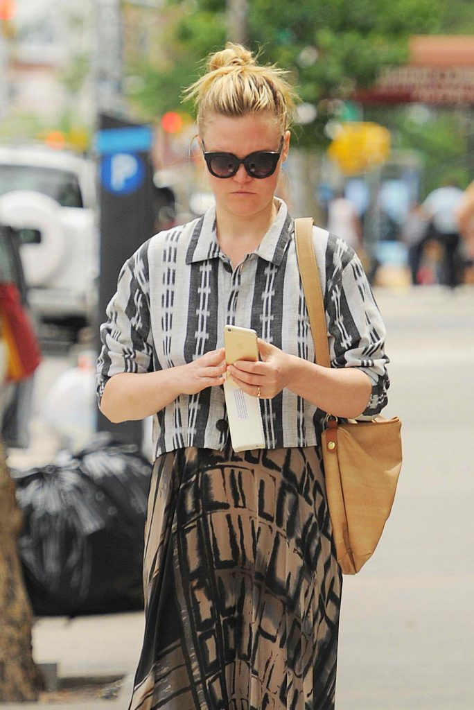 Julia Stiles Takes a Stroll in NYC-4