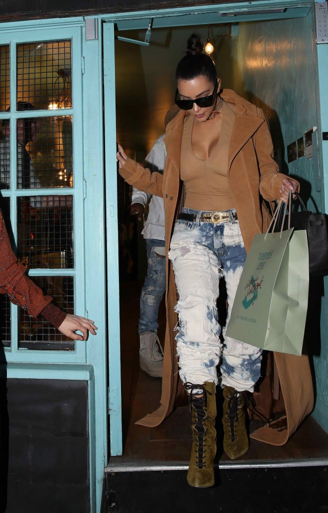 Kim Kardashian Out in London-1