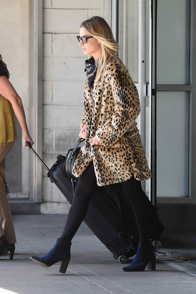 Margot Robbie Arrives at JFK airport in NYC-1