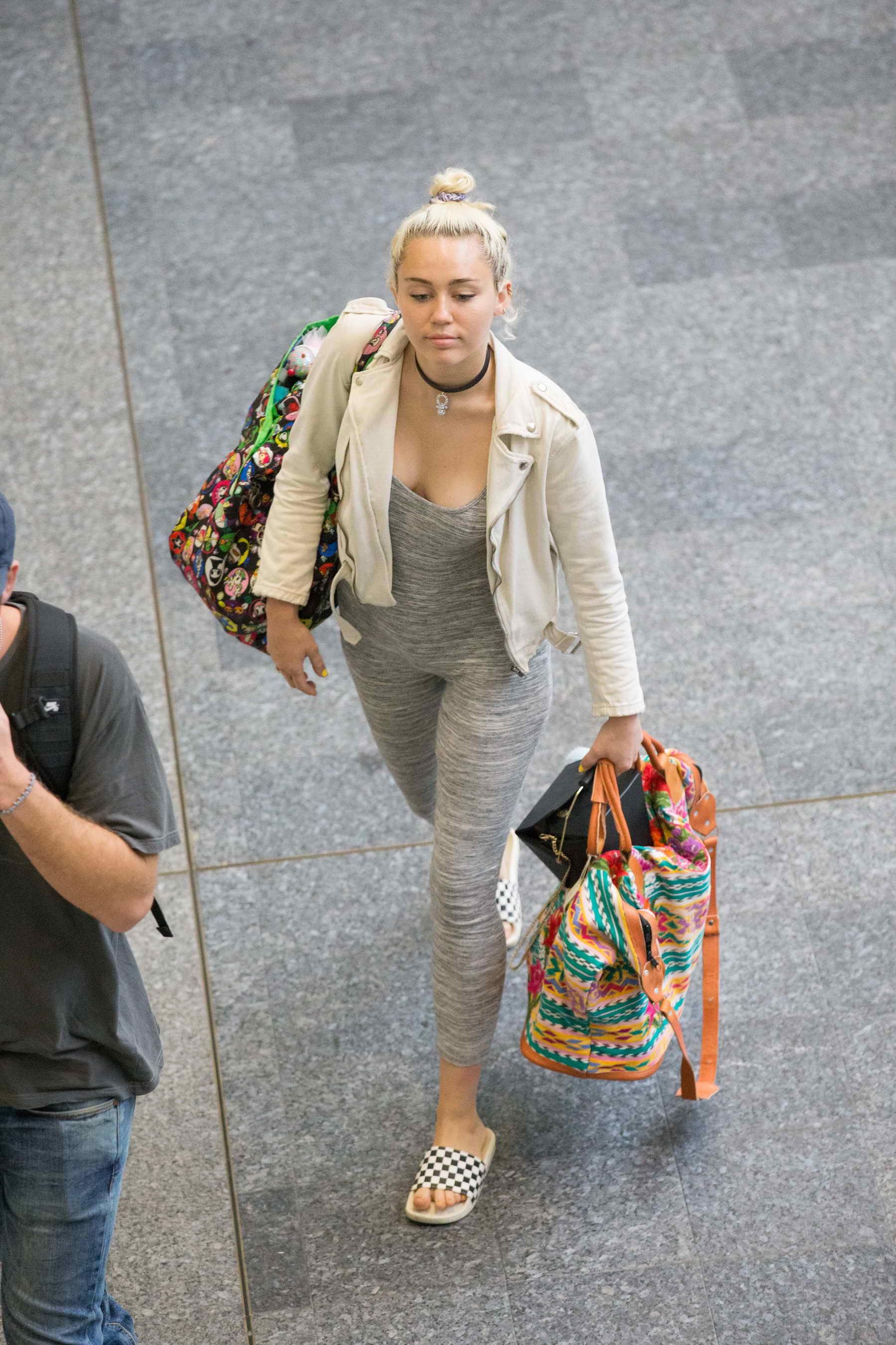 Miley cyrus dating in Brisbane