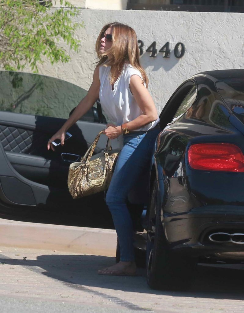 Cindy Crawford Goes Shopping in Malibu-1