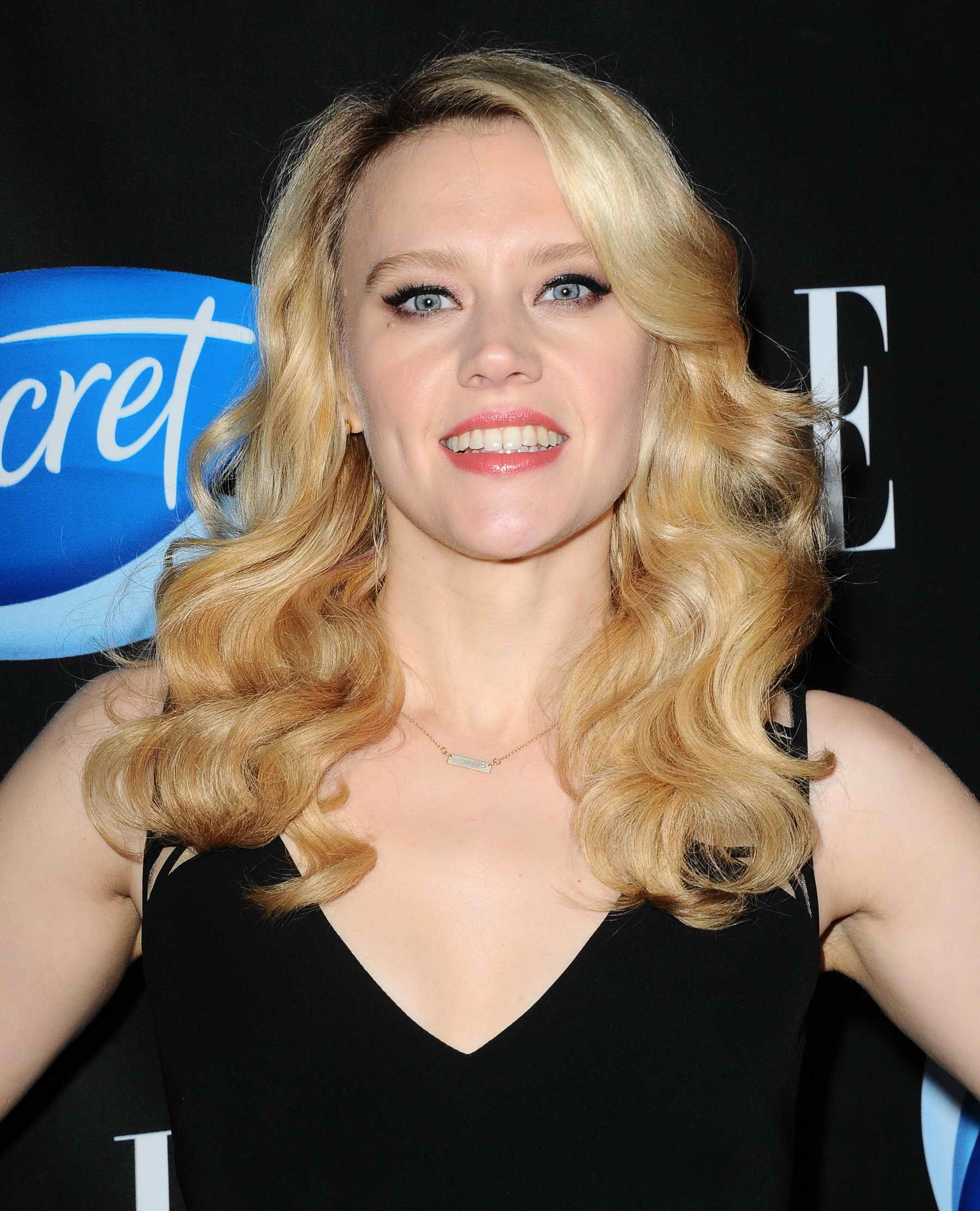 Kate Mckinnon >> Kate McKinnon at the ELLE Hosts Women in Comedy Event in ...