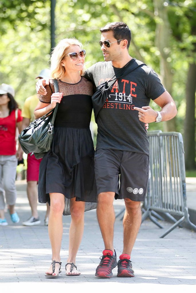 Kelly Ripa Was Seen in Central Park in New York-3