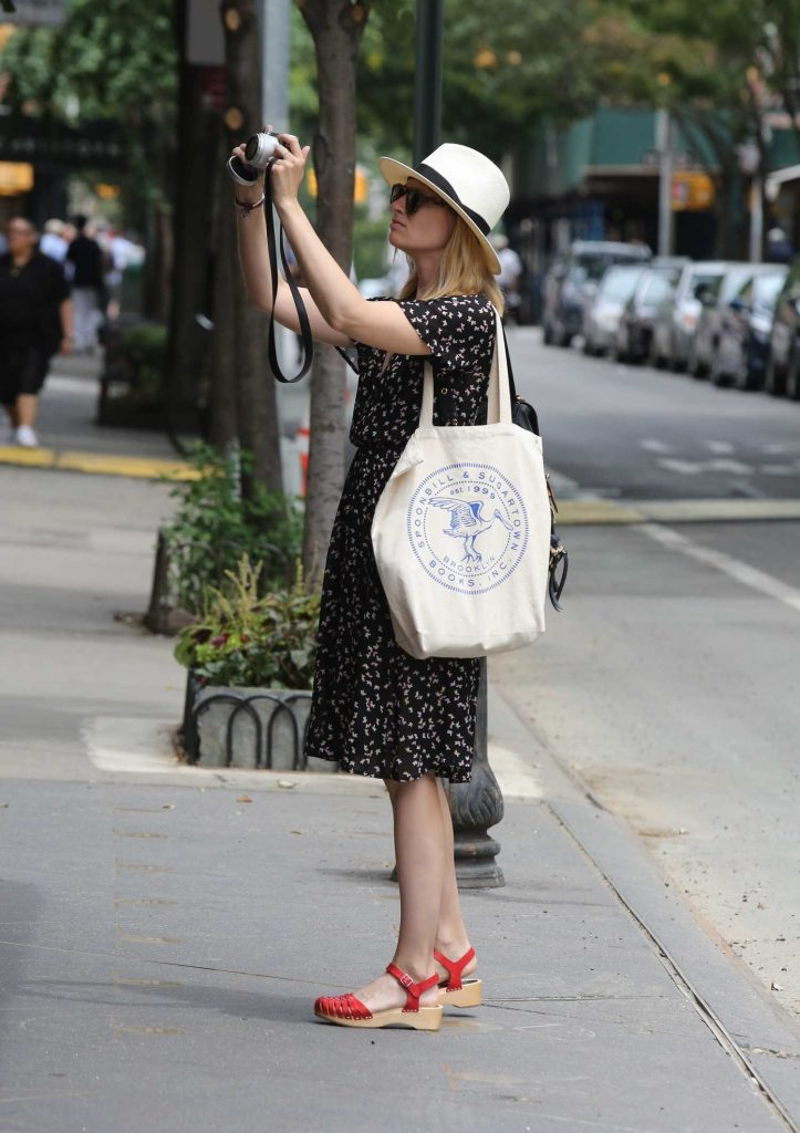 Beth Behrs Was Seen Out in New York City-4