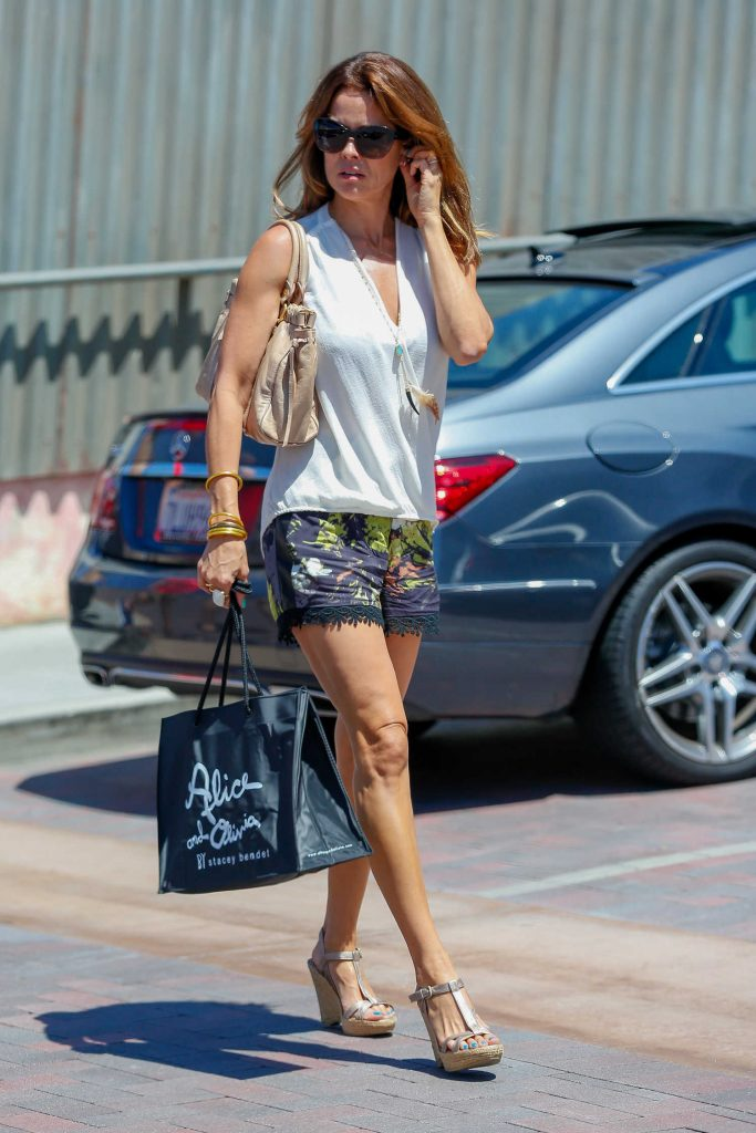 Brooke Burke Shopping in Malibu-1