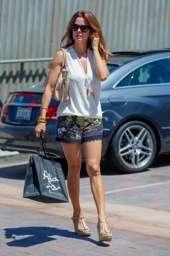 Brooke Burke Shopping in Malibu-2