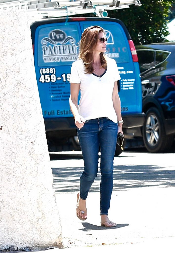 Cindy Crawford Shopping in Malibu-1