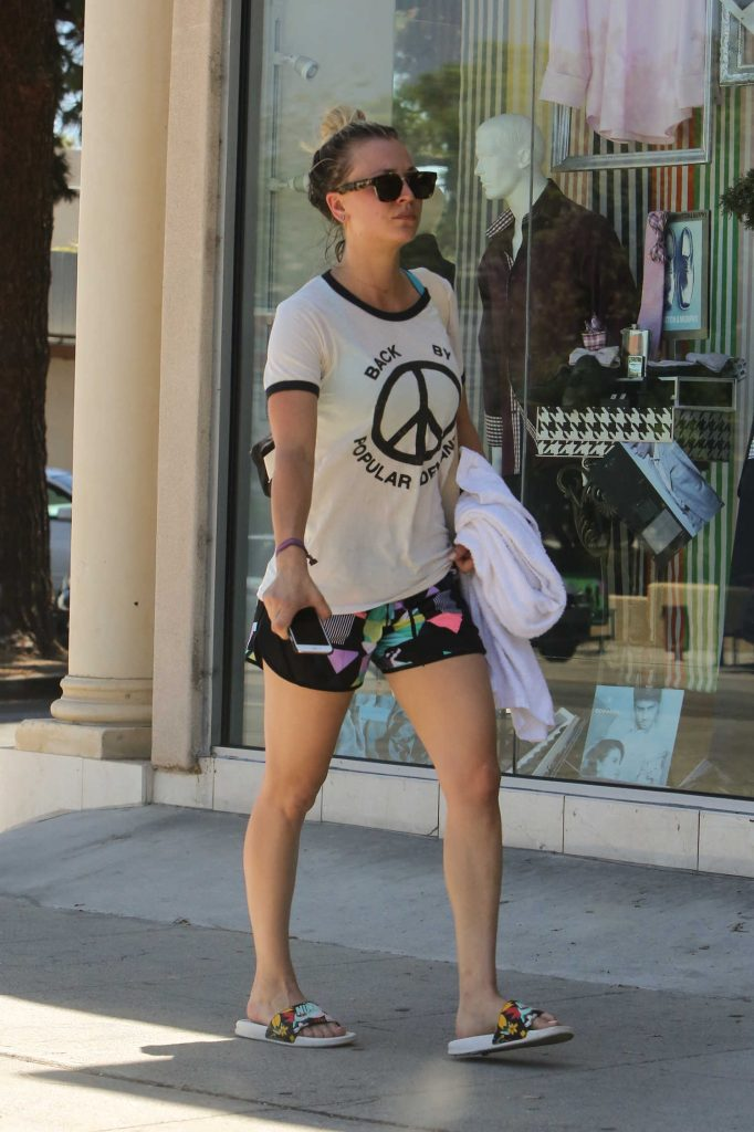 Kaley Cuoco Leaves a Yoga Class in Los Angeles-2