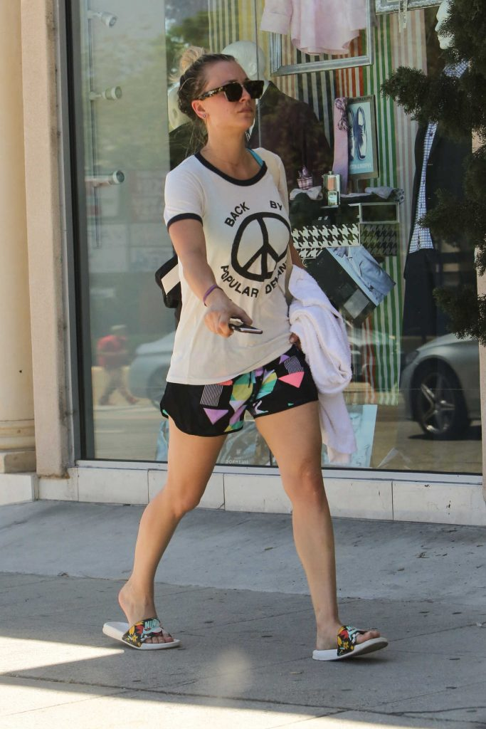 Kaley Cuoco Leaves a Yoga Class in Los Angeles-3