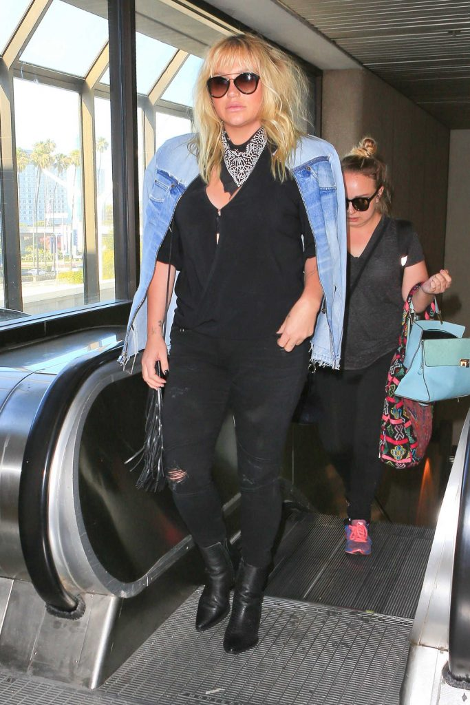 Kesha Was Seen at LAX Airport in Los Angles-1