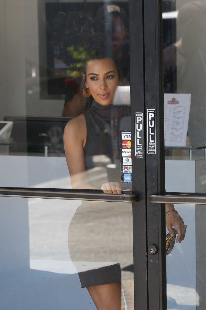 Kim Kardashian Arrives at the Hair Salon in West Hollywood-1