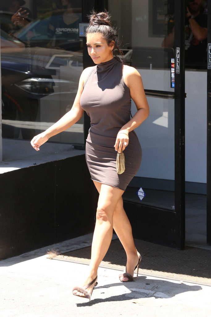 Kim Kardashian Arrives at the Hair Salon in West Hollywood-3