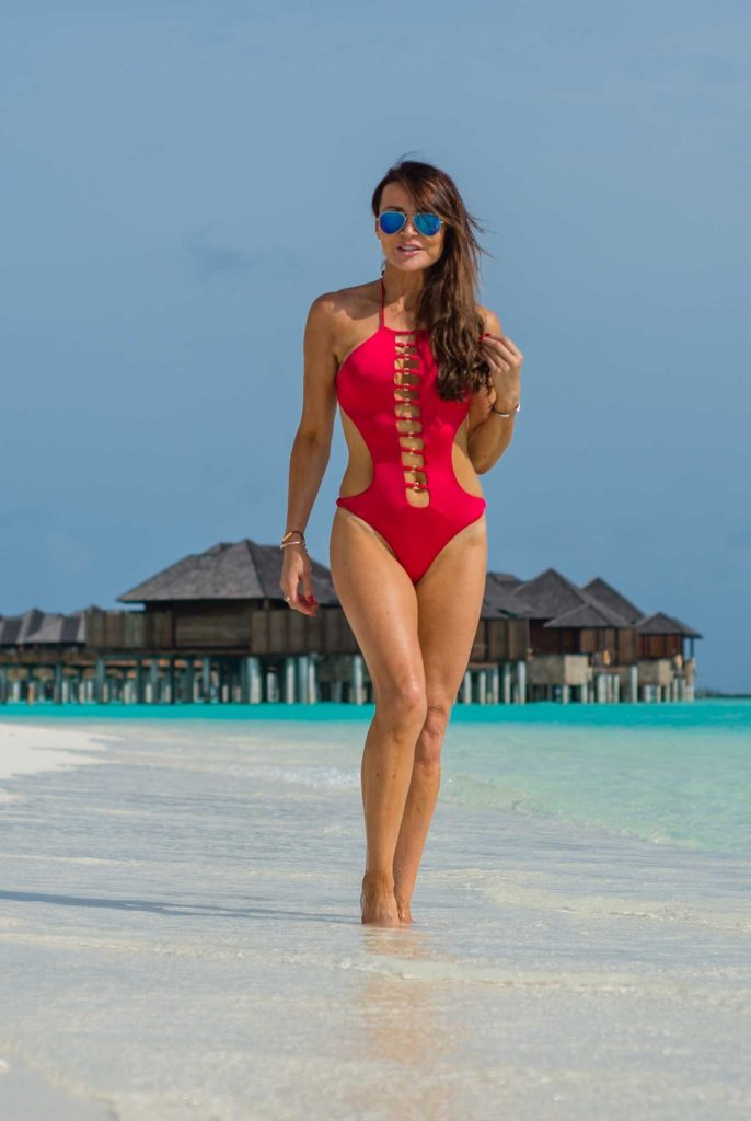 Lizzie Cundy in a Red Swimsuit at the Beach in the Maldives-1