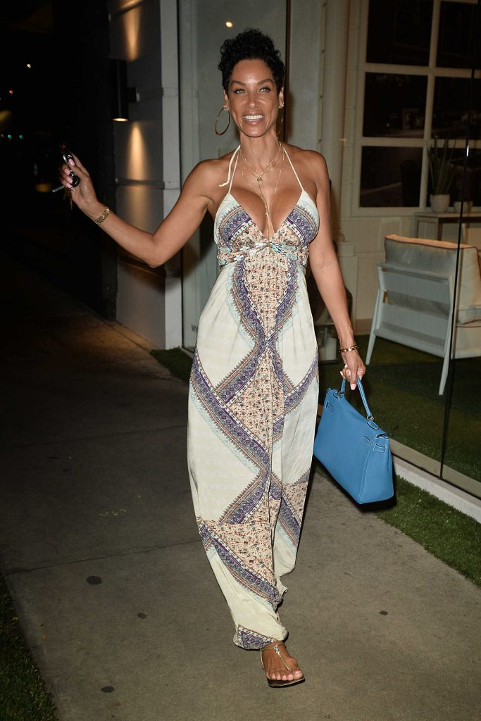 Nicole Murphy Has Dinner at Madeos in Los Angeles-2