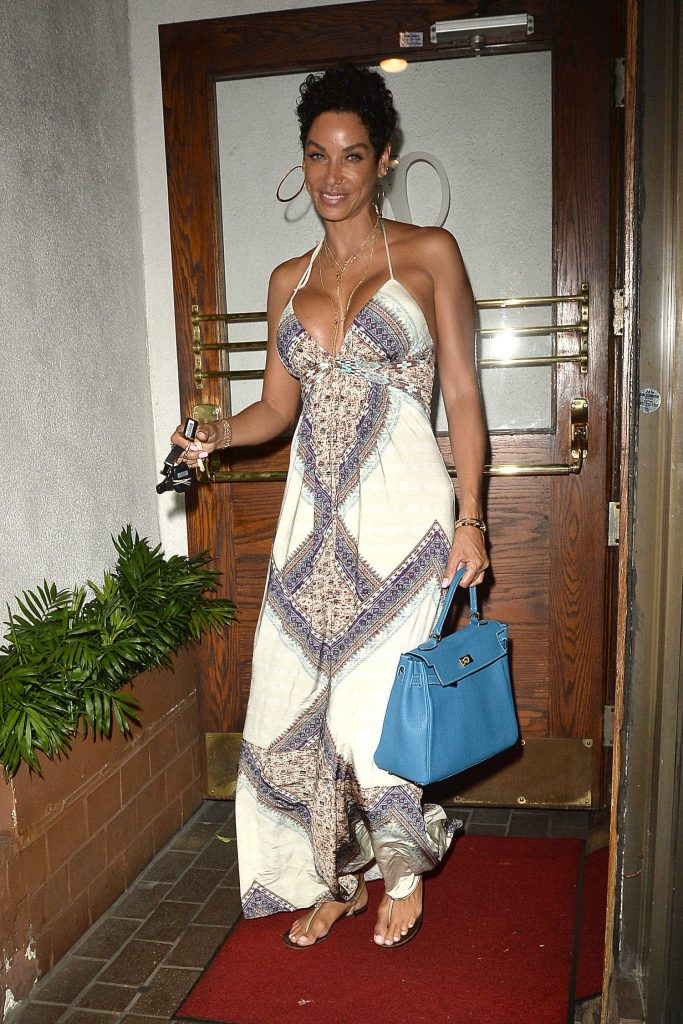 Nicole Murphy Has Dinner at Madeos in Los Angeles-4
