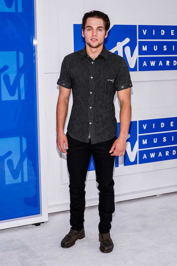 Dylan Sprayberry at 2016 MTV Video Music Awards at Madison Square Garden in New York-1
