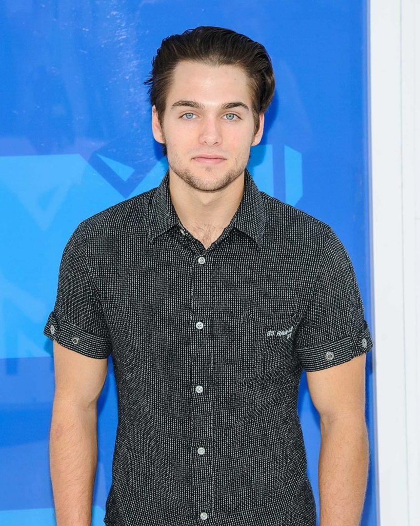 Dylan Sprayberry at 2016 MTV Video Music Awards at Madison Square Garden in New York-4