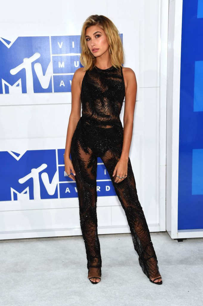 Hailey Baldwin at 2016 MTV Video Music Awards at Madison Square Garden in New York-1