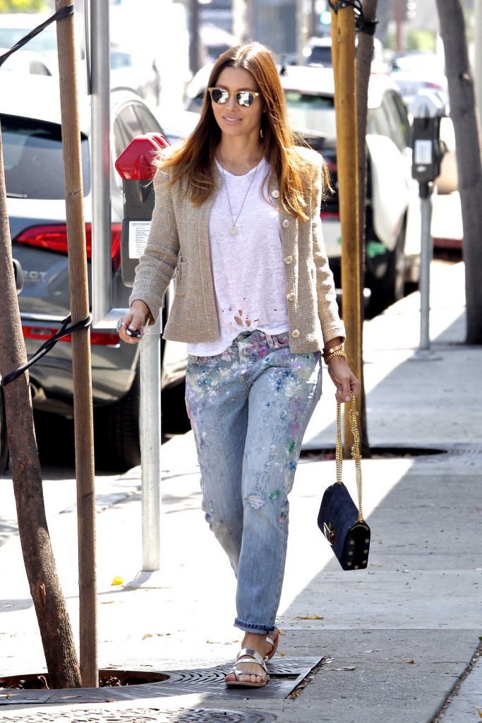 Jessica Biel Walks to Her Car in Beverly Hills-1