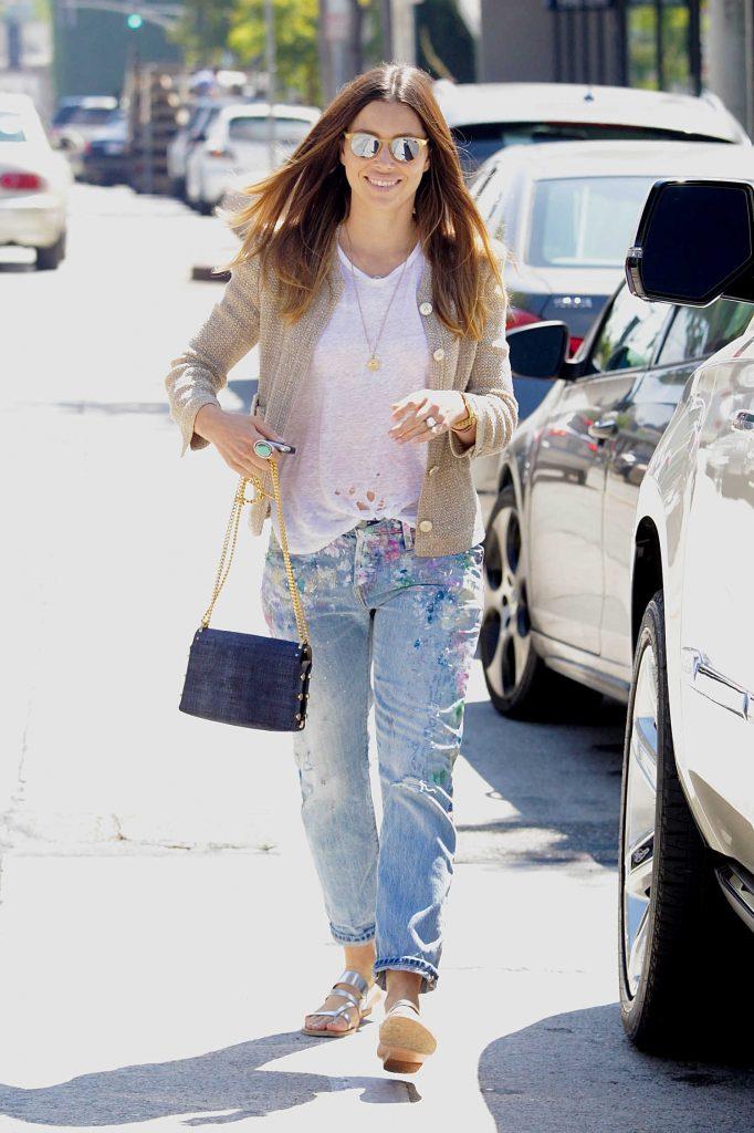 Jessica Biel Walks to Her Car in Beverly Hills-2