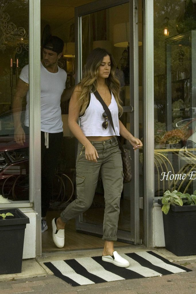 JoJo Fletcher Exits the Bank in Dallas-1