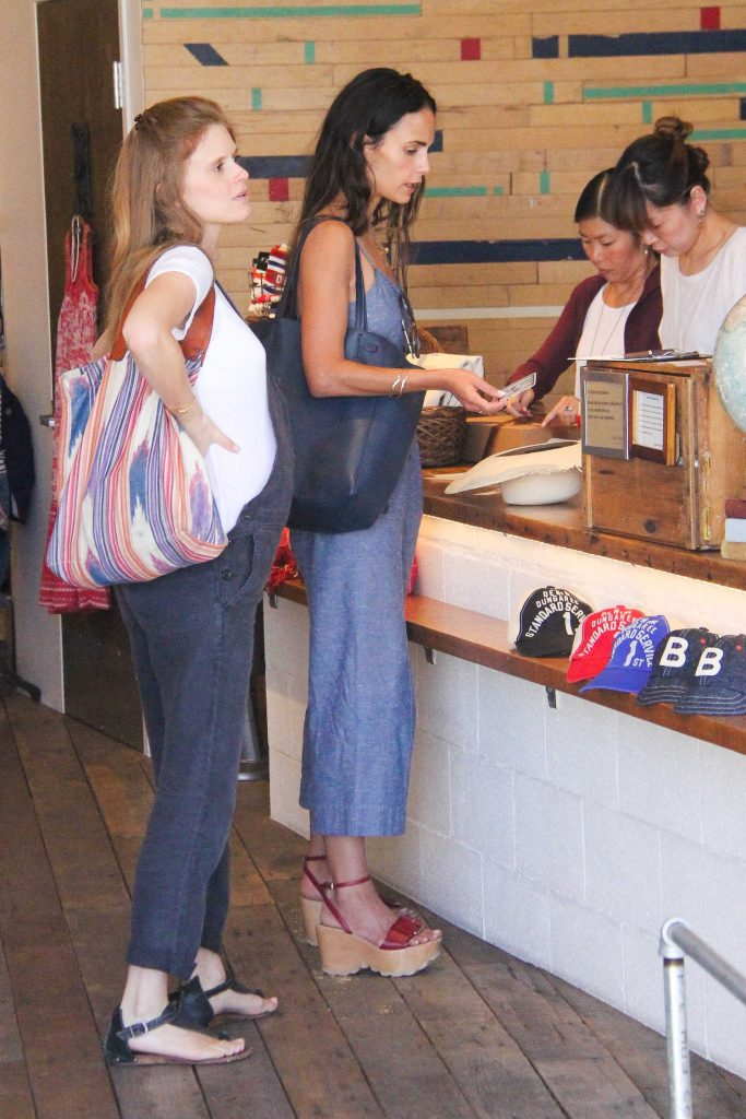 Jordana Brewster Goes Shopping in Beverly Hills-2