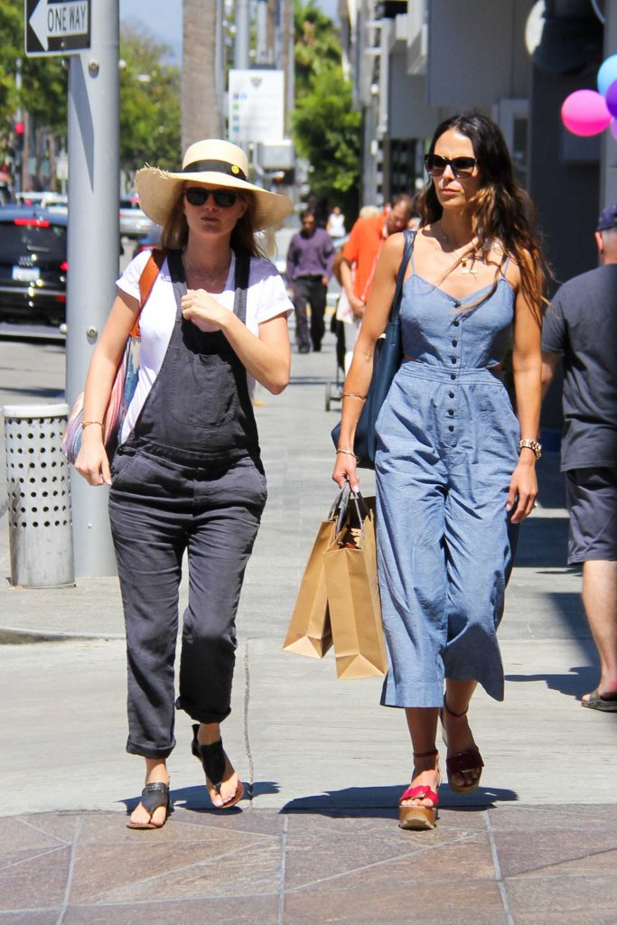 Jordana Brewster Goes Shopping in Beverly Hills-3