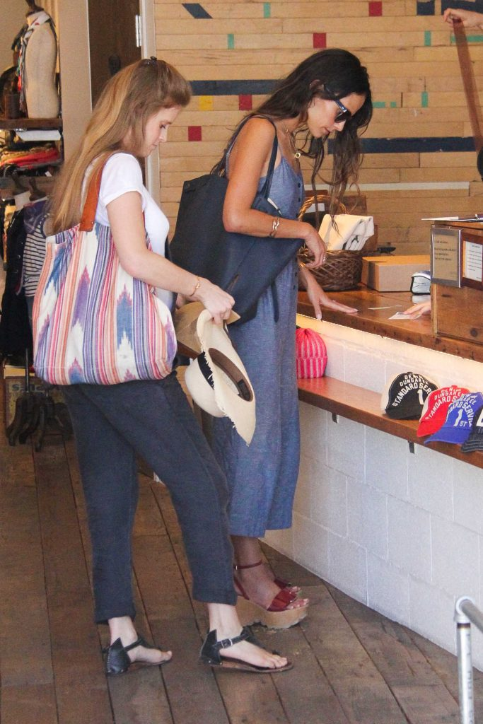 Jordana Brewster Goes Shopping in Beverly Hills-4