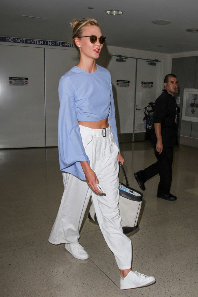 Karlie Kloss Was Seen at Los Angeles International Airport-1