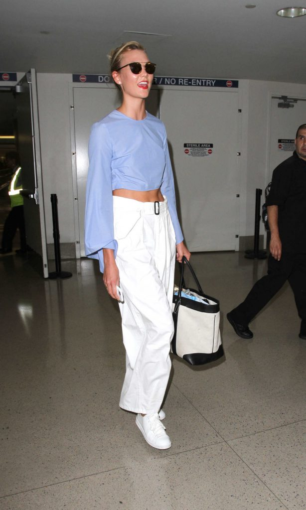 Karlie Kloss Was Seen at Los Angeles International Airport-4
