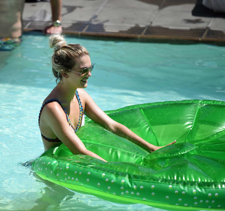 Bikini Louisa Johnson nude (79 photos), Tits, Cleavage, Boobs, braless 2015