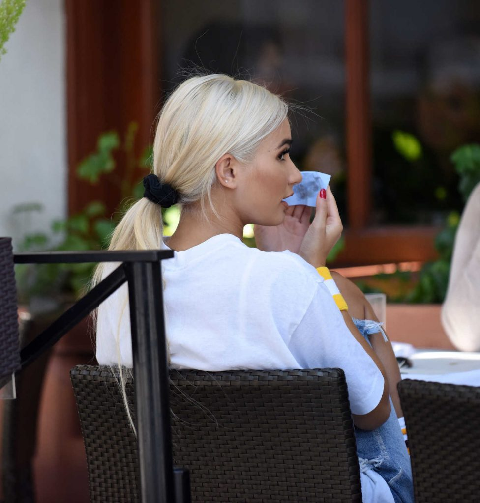 Pia Mia at the Lunch at Il Fornaio in Los Angeles-2