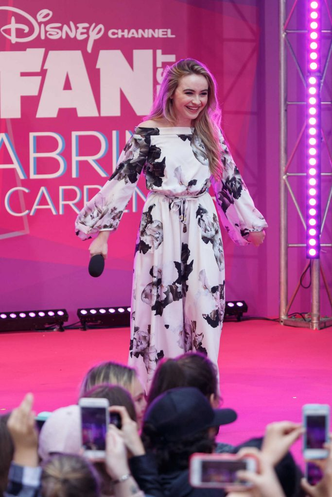 Sabrina Carpenter Performs for Fans in Sydney-4