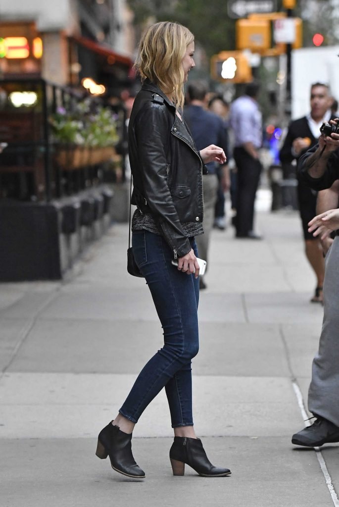 Emily VanCamp Was Seen Out in Tribeca in New York-3