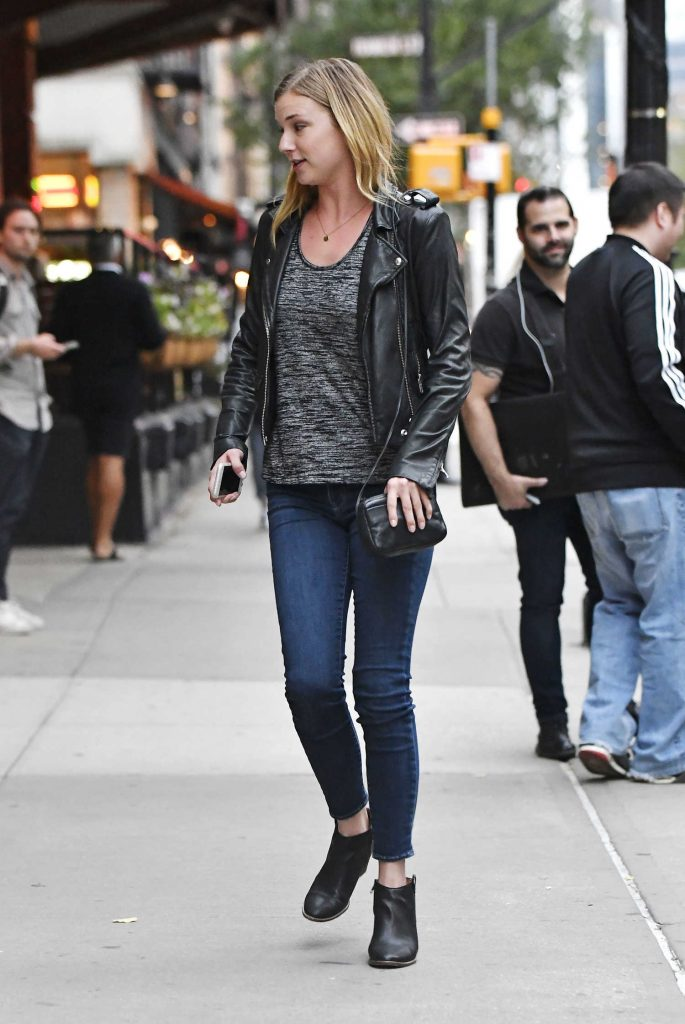 Emily VanCamp Was Seen Out in Tribeca in New York-4