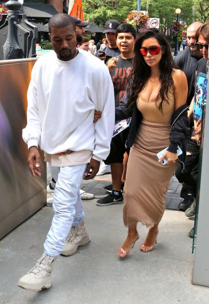 Kim Kardashian Goes Shopping in Toronto-3