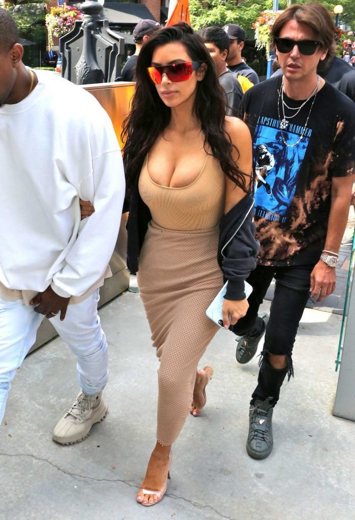 Kim Kardashian Goes Shopping in Toronto-4
