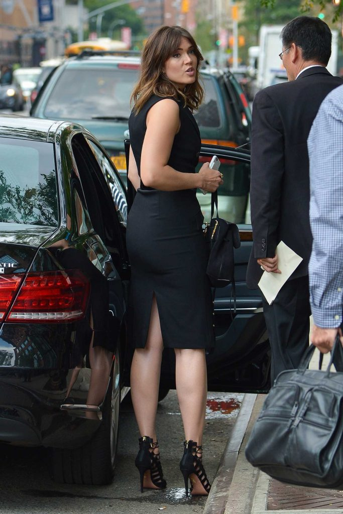 Mandy Moore Hops Into Her Car in New York-3