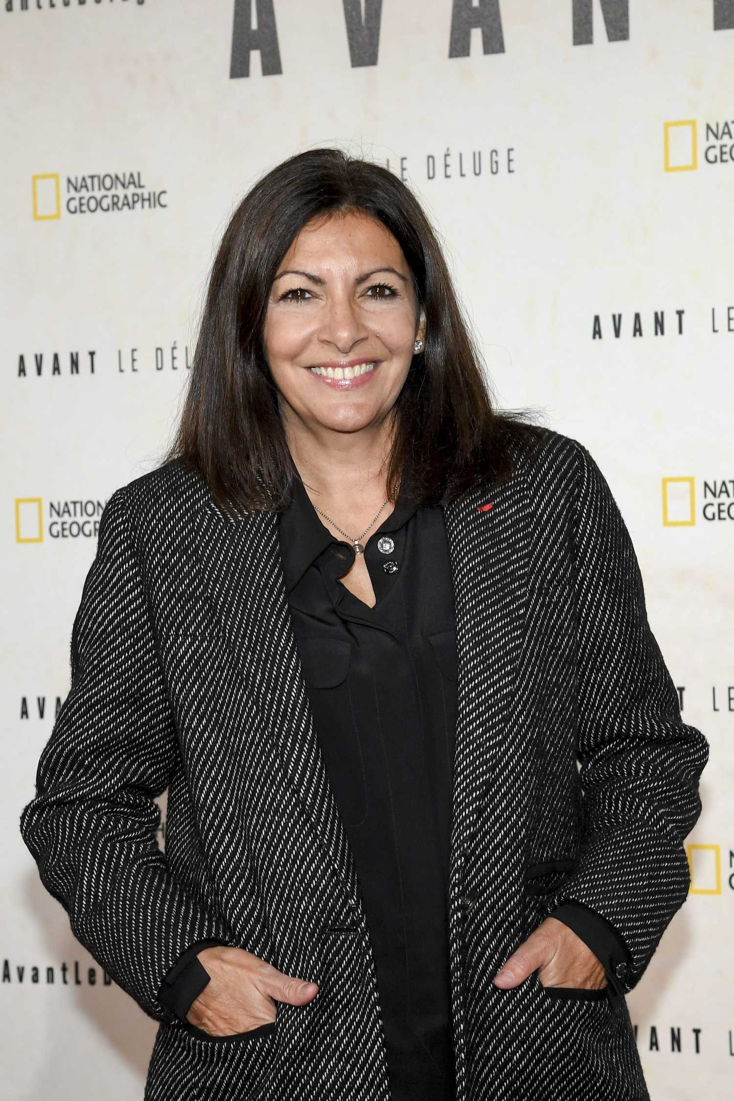 Photo Of The Entire Plant Of Dog Fennel Eupatorium: Anne Hidalgo At The Before The Flood Photocall In Paris