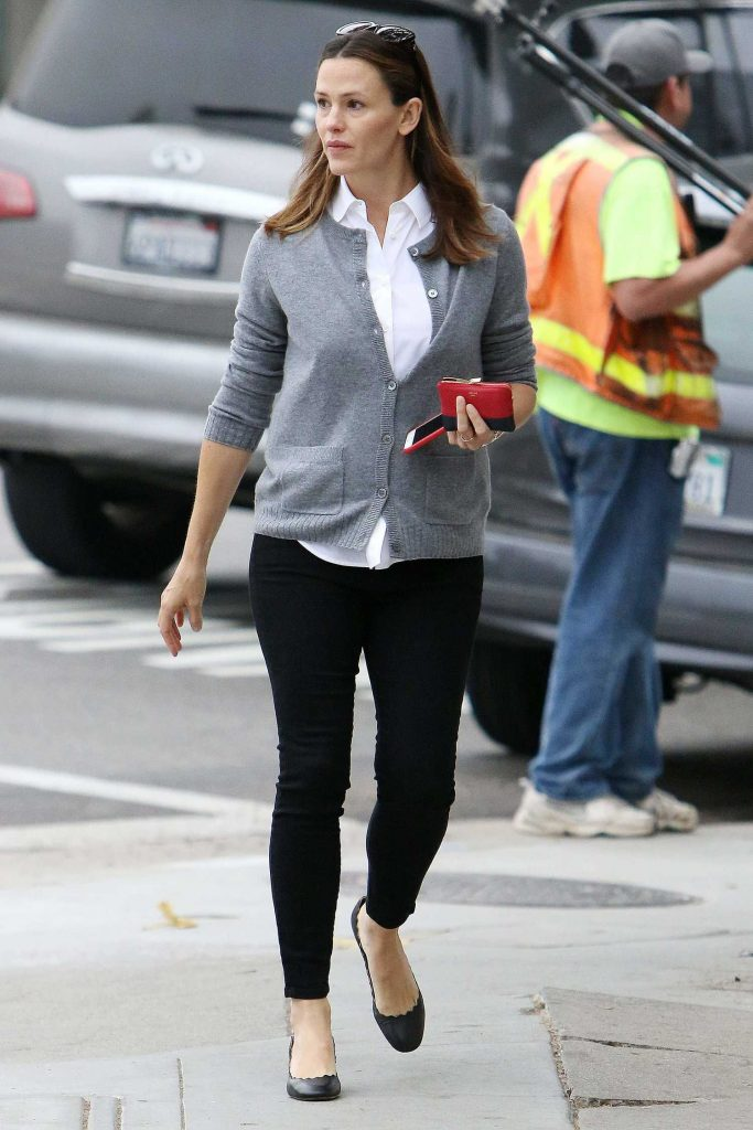 Jennifer Garner Was Spotted Out in Brentwood-1